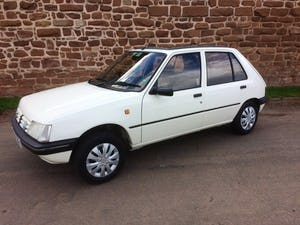 1992 Rare 205 Peugeot automatic 5dr model For Sale (picture 1 of 5)