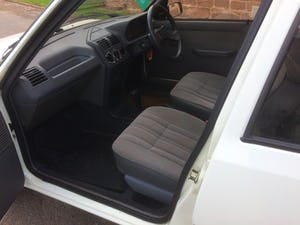 1992 Rare 205 Peugeot automatic 5dr model For Sale (picture 2 of 5)