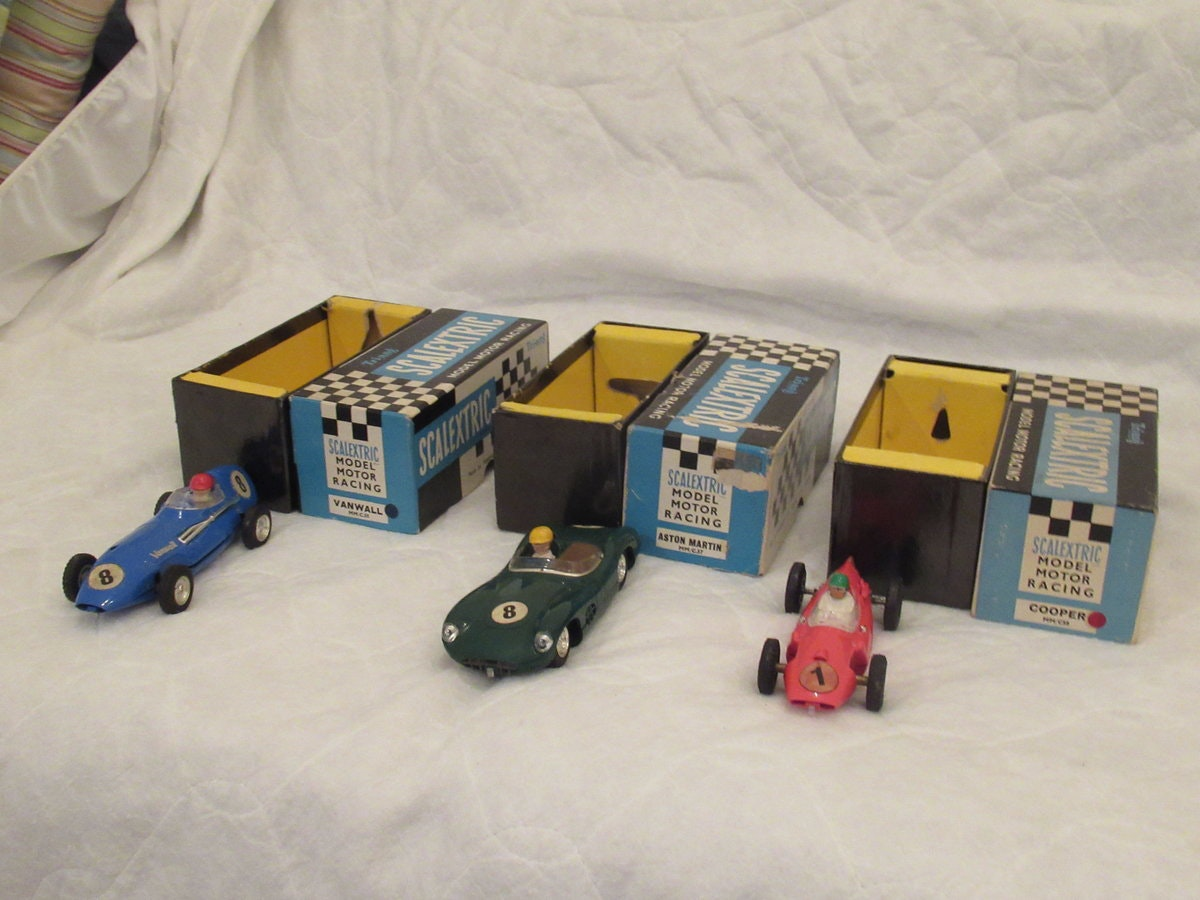 SCALEXTRIC GP 3 set complete and boxed SOLD (picture 3 of 3)