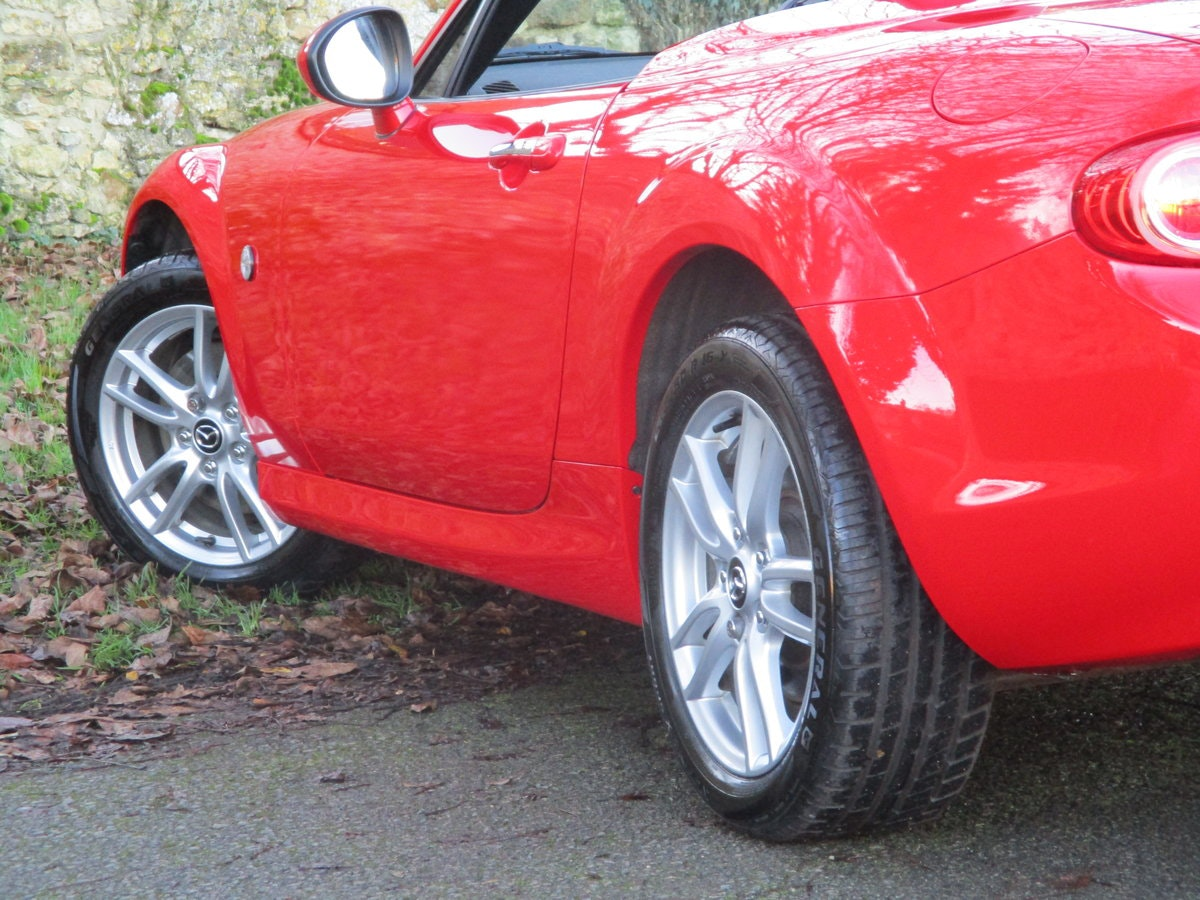 2013 Exceptional low mileage MX5 1.8 SE HARD TOP. MX5 SPECIALISTS For Sale (picture 6 of 6)