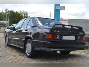 1986 Mercedes 190E 2.3 16V For Sale (picture 2 of 6)