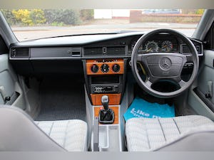 1993/K Mercedes 190E 1.8 Manual For Sale (picture 5 of 6)