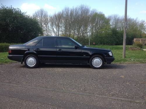 Mercedes 300 turbo diesel rhd 1989 For Sale (picture 2 of 6)