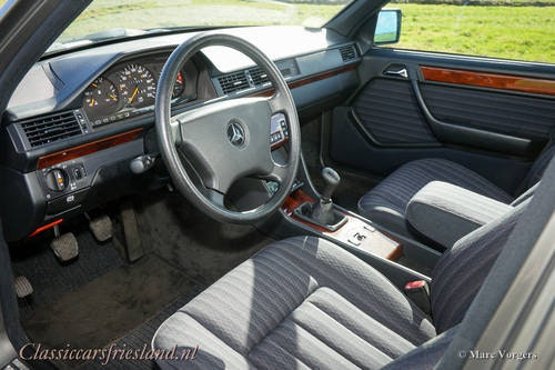 1992 Mercedes-Benz 200 E (W124) - LIKE BRAND NEW! - 11.960 KM! For Sale (picture 2 of 6)