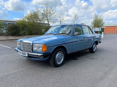 Picture of 1982 Mercedes 200 W123 200 4dr manual in China Blue For Sale