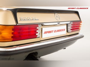 1985 MERCEDES 500 SL // 16K MILES // 20 YEAR FAMILY OWNERSHIP For Sale (picture 14 of 29)
