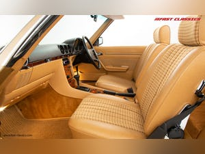 1985 MERCEDES 500 SL // 16K MILES // 20 YEAR FAMILY OWNERSHIP For Sale (picture 17 of 29)