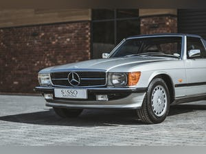 Mercedes Benz 300 SL (R107) With Blue Sports Check (1986) For Sale (picture 4 of 34)