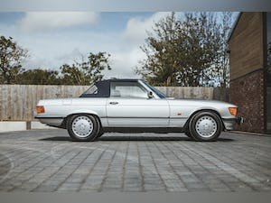 Mercedes Benz 300 SL (R107) With Blue Sports Check (1986) For Sale (picture 11 of 34)