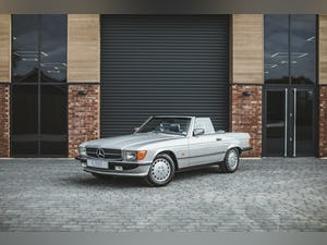Mercedes Benz 300 SL (R107) With Blue Sports Check (1986) For Sale (picture 13 of 34)