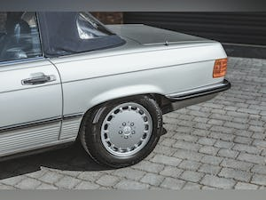 Mercedes Benz 300 SL (R107) With Blue Sports Check (1986) For Sale (picture 18 of 34)