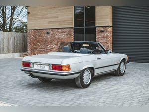 Mercedes Benz 300 SL (R107) With Blue Sports Check (1986) For Sale (picture 19 of 34)