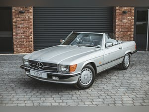 Mercedes Benz 300 SL (R107) With Blue Sports Check (1986) For Sale (picture 21 of 34)