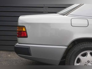 1992 Mercedes-Benz 260 E For Sale (picture 9 of 21)