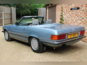 1986 Mercedes 300sl low owners and low mileage For Sale (picture 5 of 12)