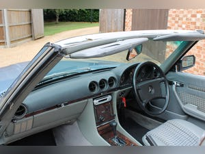 1986 Mercedes 300sl low owners and low mileage For Sale (picture 7 of 12)