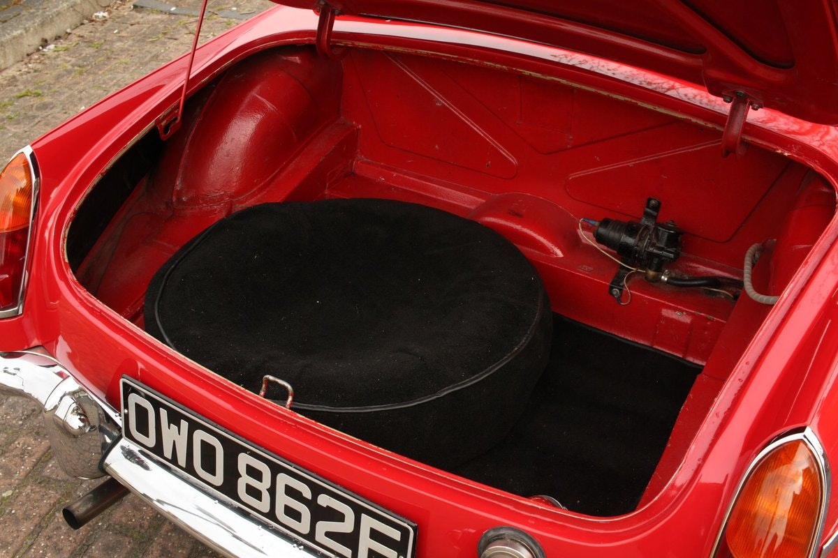1968 Mk1 MGB Roadster - Tartan Red, Disc Wheels, Older Resto SOLD (picture 5 of 6)