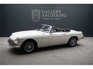 Picture of 1964 MG B Roadster New interior, solid car For Sale