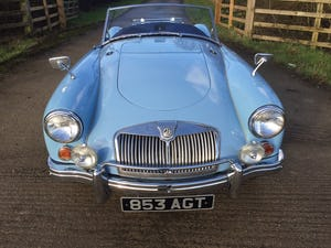 1960 A LOVELY ORIGINAL RHD MGA 1600 ROADSTER IN  RARE IRIS BLUE! For Sale (picture 4 of 10)