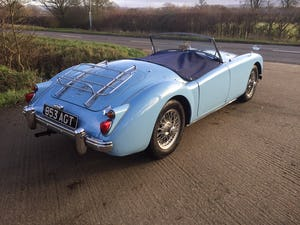 1960 A LOVELY ORIGINAL RHD MGA 1600 ROADSTER IN  RARE IRIS BLUE! For Sale (picture 5 of 10)