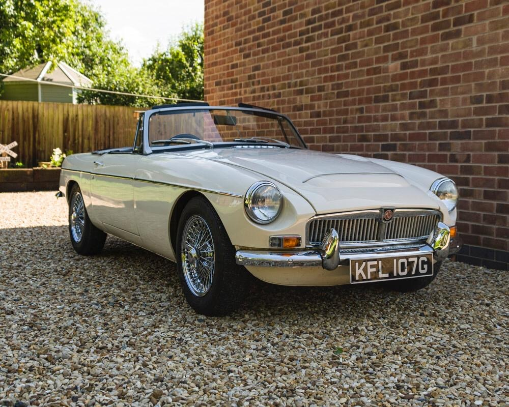 1968 MGC Roadster Old English White For Sale (picture 1 of 9)