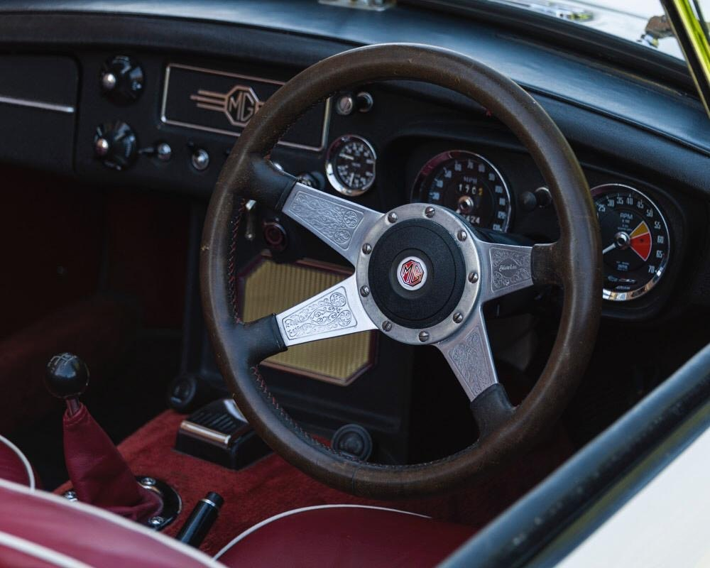 1968 MGC Roadster Old English White For Sale (picture 4 of 9)