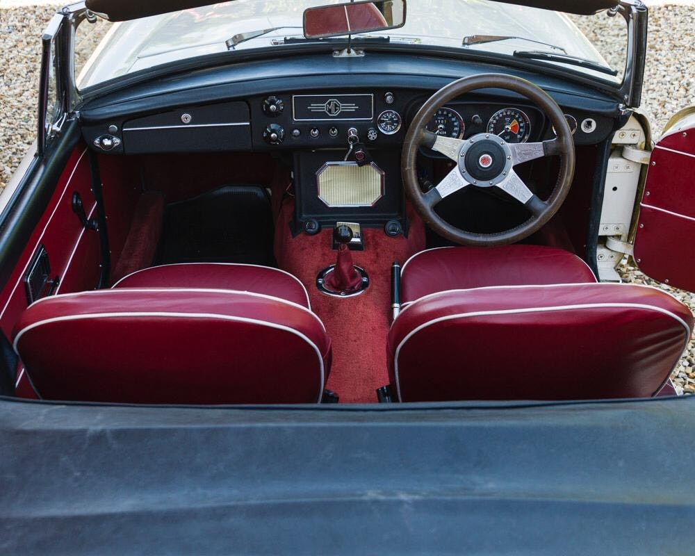 1968 MGC Roadster Old English White For Sale (picture 5 of 9)