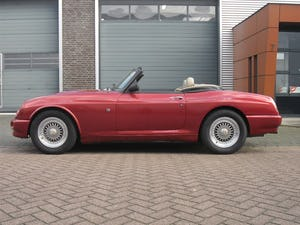 1994 MG RV8 Nightfire Red For Sale (picture 2 of 10)