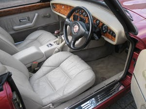1994 MG RV8 Nightfire Red For Sale (picture 6 of 10)