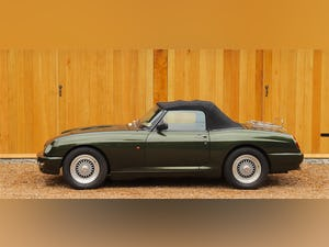 MG RV8, 1996.  5 Speed Manual.  3950cc.  Woodcote Green For Sale (picture 7 of 12)