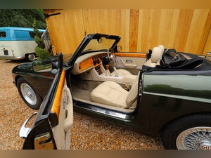MG RV8, 1996.  5 Speed Manual.  3950cc.  Woodcote Green For Sale (picture 10 of 12)