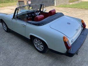 1975 MG Midget 1500cc in White with Red Leather For Sale (picture 2 of 12)