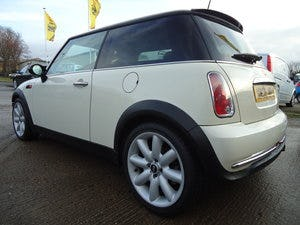 2006 LOVELLY LOW MILEAGE MINI COOPER 1.6 @ ONLY 31,170 For Sale (picture 1 of 4)
