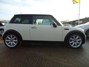 2006 LOVELLY LOW MILEAGE MINI COOPER 1.6 @ ONLY 31,170 For Sale (picture 3 of 4)