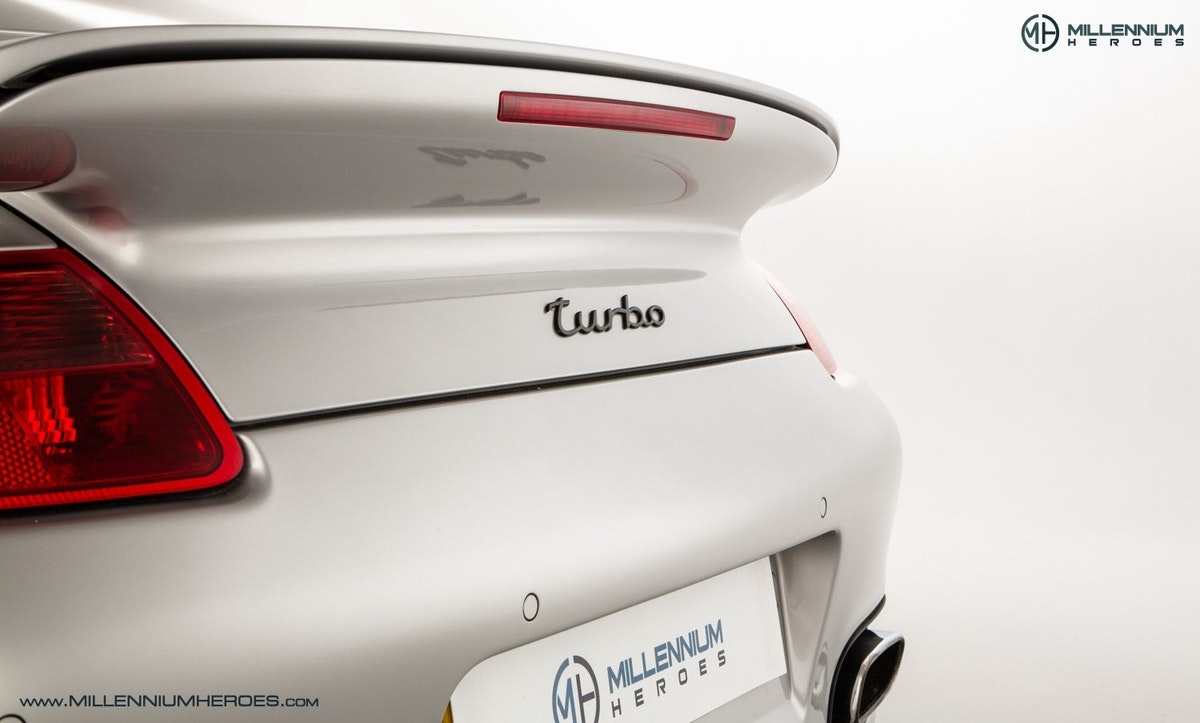 2008 PORSCHE 911 (997) TURBO CAB //  FACTORY PCCB // GEN 1.5 For Sale (picture 13 of 24)