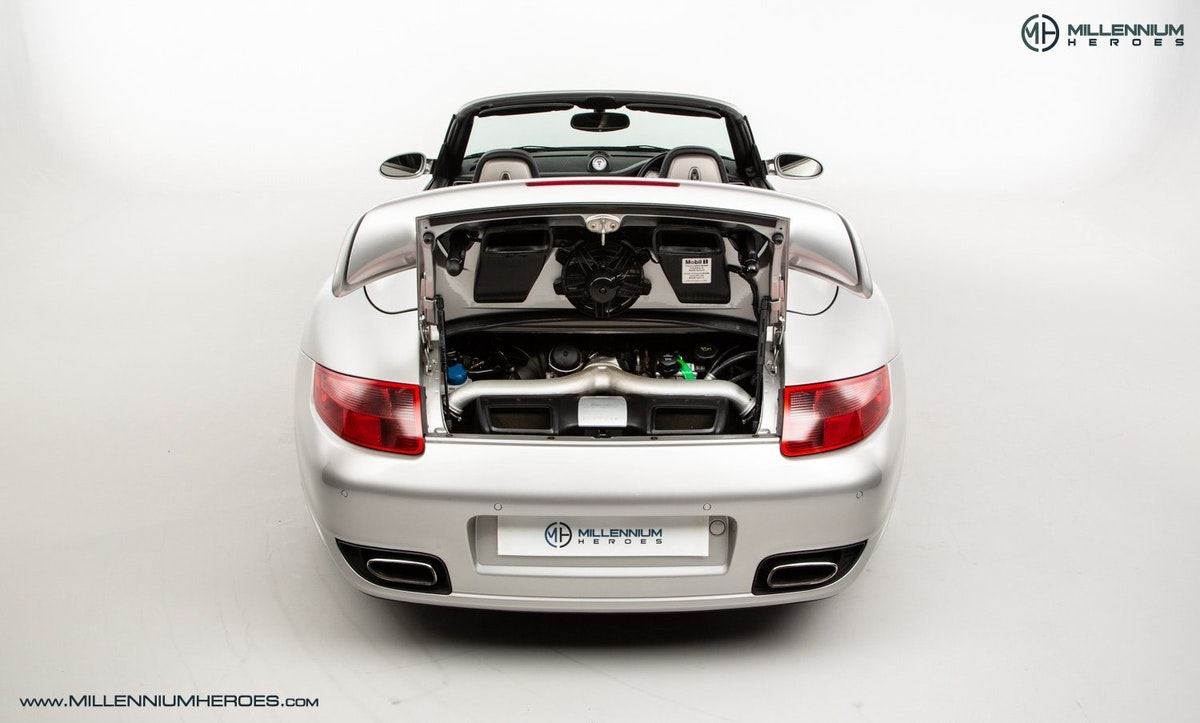 2008 PORSCHE 911 (997) TURBO CAB //  FACTORY PCCB // GEN 1.5 For Sale (picture 19 of 24)
