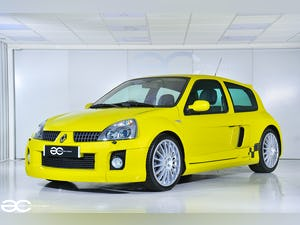 2004 Incredible Clio V6 in Acid Yellow - 13K Miles - 1 of 8! For Sale (picture 2 of 12)