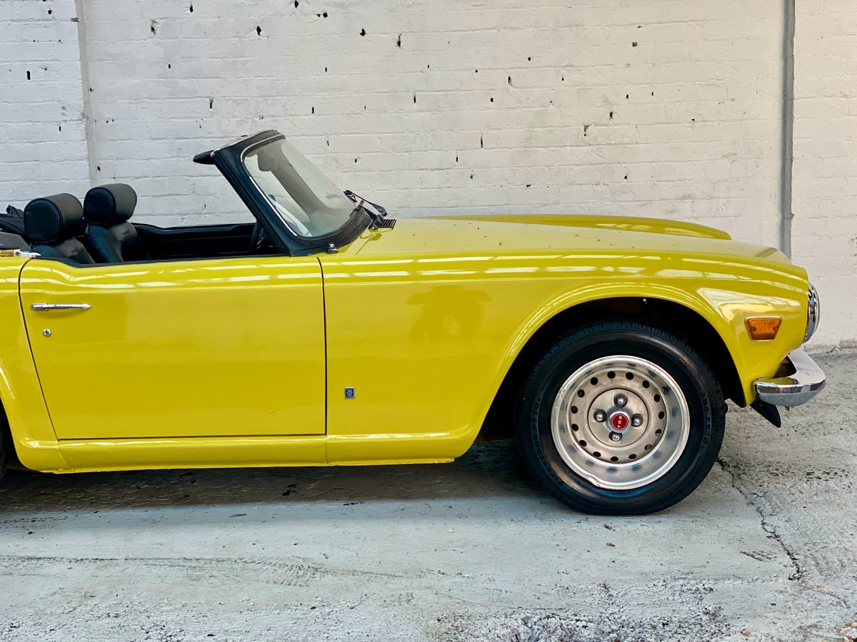 1973 Marvellous Mimosa Yellow Triumph TR6 For Sale (picture 4 of 12)