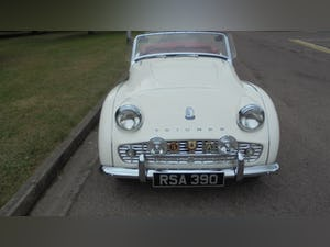 1959 Triumph TR3A –  Sebring White with Red Cherokee Trim For Sale (picture 3 of 12)