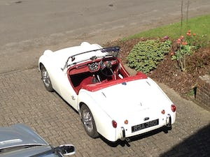 1959 Triumph TR3A –  Sebring White with Red Cherokee Trim For Sale (picture 5 of 12)