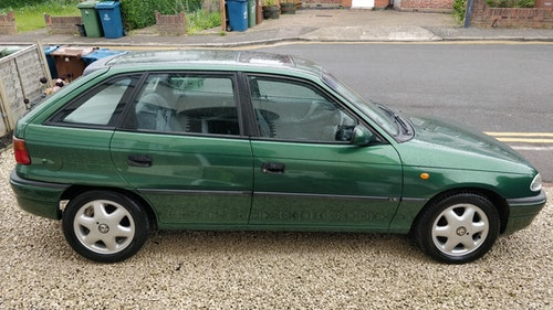 Picture of 1997 Vauxhall Astra LS 1.4 - petrol, manual, green For Sale