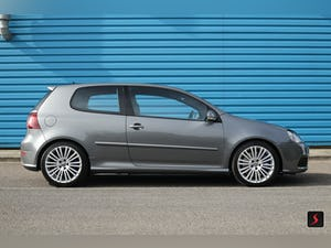 2005 A stunning 3 door, manual transmission, Volkswagen Golf R32 For Sale (picture 3 of 12)