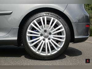 2005 A stunning 3 door, manual transmission, Volkswagen Golf R32 For Sale (picture 7 of 12)