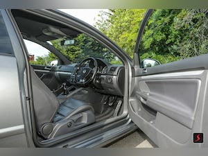 2005 A stunning 3 door, manual transmission, Volkswagen Golf R32 For Sale (picture 9 of 12)