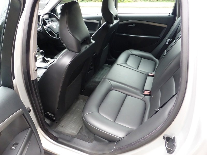 2012 Exceptional and unique Volvo V70 Estate Car For Sale (picture 2 of 6)