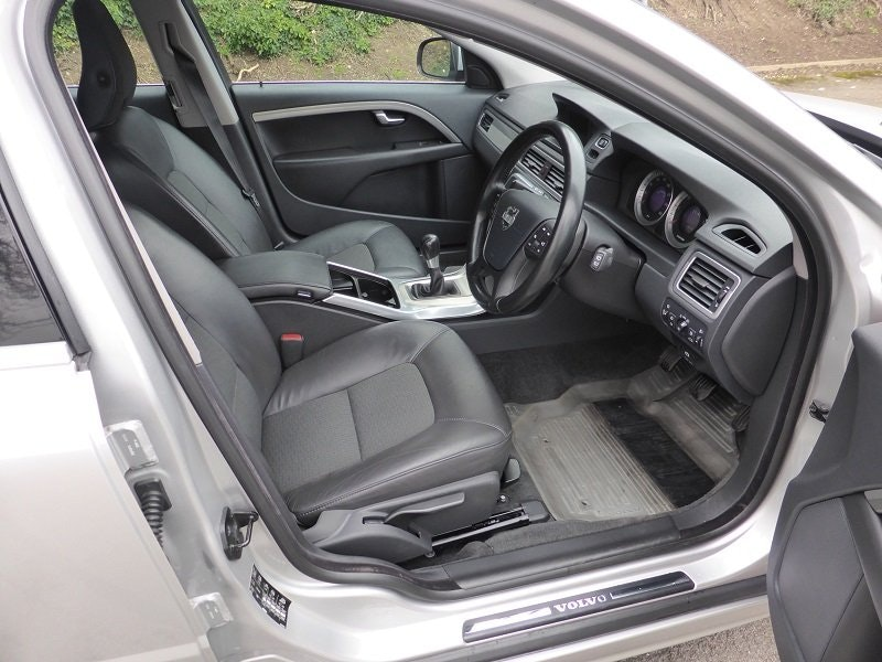 2012 Exceptional and unique Volvo V70 Estate Car For Sale (picture 6 of 6)