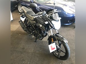 2019 YAMAHA YS125 MOTORBIKE EURO4 - 7miles only from new For Sale (picture 2 of 16)